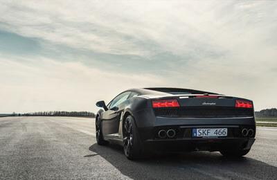 Åk Ferrari eller Lamborghini