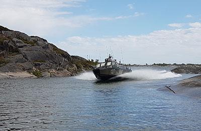 Åka stridsbåt till en topphemlig militäranläggning