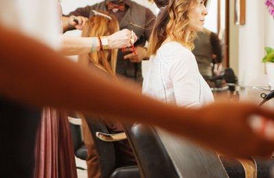 Gå till frisör - Klippning + färgning