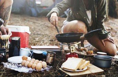 Matlagning ute i naturen