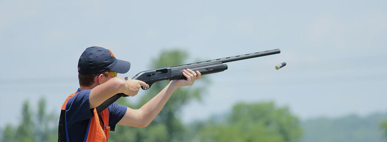 Person som skjuter med gevär